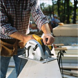DEWALT - 714 184mm Circular Saw with Rear Pivot Depth of Cut Adjustment and Electric Brake - DW364